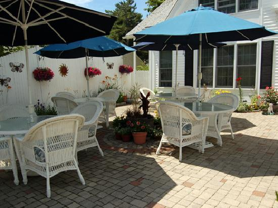 Almost Home Inn Ogunquit: Relax on the Patio
