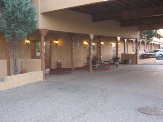 Rio Cucharas Inn: Entrance to Hotel