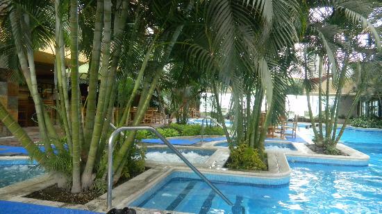 Grand Tikal Futura Hotel: Great pool area