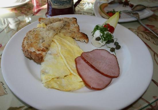 Lady Macdonald Country Inn: Breakfast