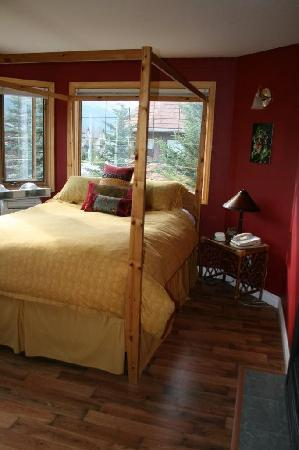 Lady Macdonald Country Inn: Bedroom 2
