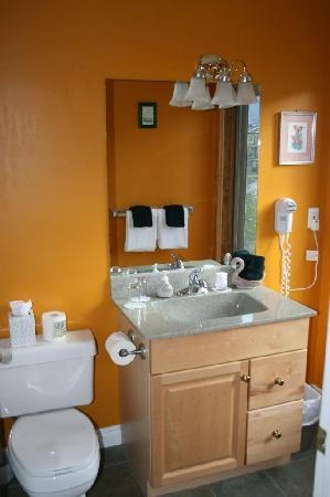 Lady Macdonald Country Inn : Bathroom