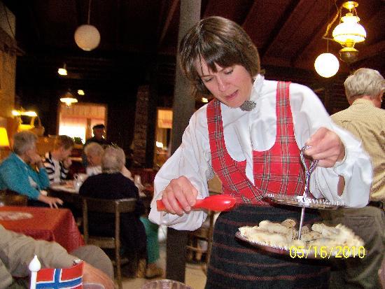 Thunder Valley Inn: Daughter Kari Serves us