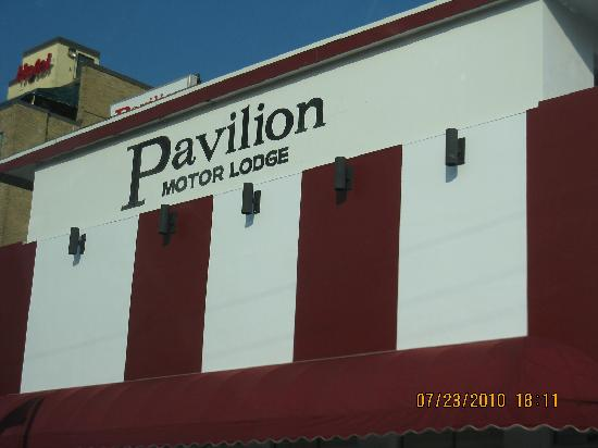 Pavilion Motor Lodge: Outside