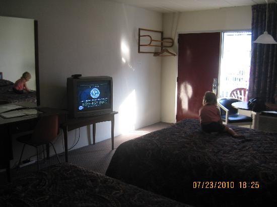 Pavilion Motor Lodge: Our room 1