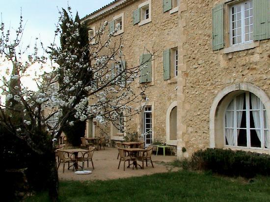Relais de Roquefure : Terrasse vor dem Frühstücksraum