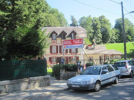 Hotel Restaurant Le Tivoli: vu de la rue