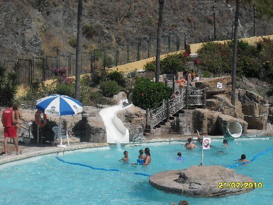 Toboganes en piscina picture of playabonita hotel for Toboganes para piscinas