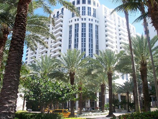 Miami Beach, FL: Collins Avenue