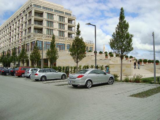 ATLANTIC Hotel Wilhelmshaven: Hotel mit Parkplatz