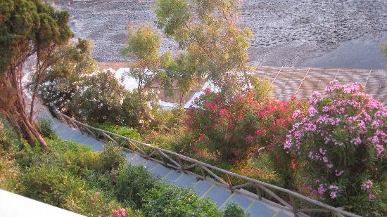 Mayor La Grotta Verde Grand Resort: the stairs  to the sea, a lot of flowers )