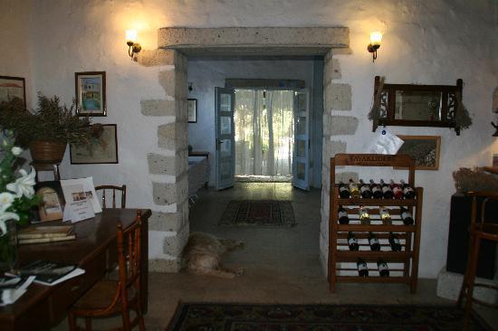 Alacati Tas Otel: inside towards the garden