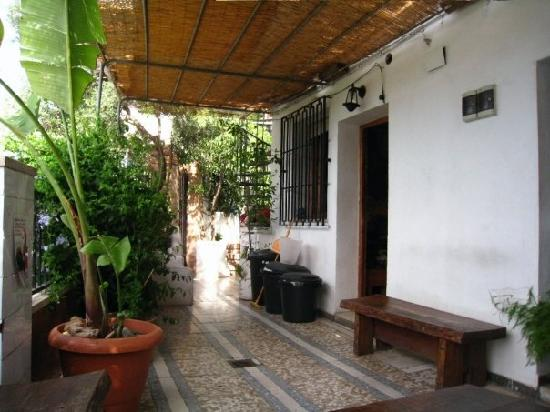 Friendly Laid-back inexpensive hostel with amazing views of Granada