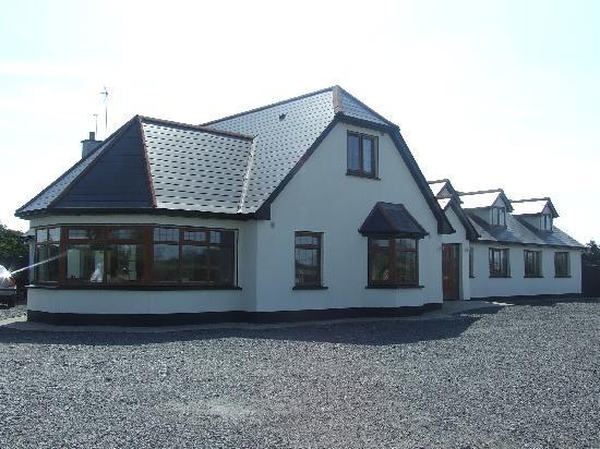 Castlerea, Irlanda: front of house