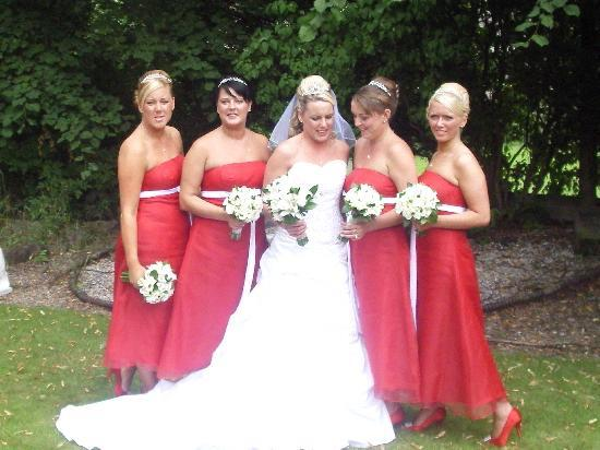 Avonbridge Hotel: the bride and bridesmaids