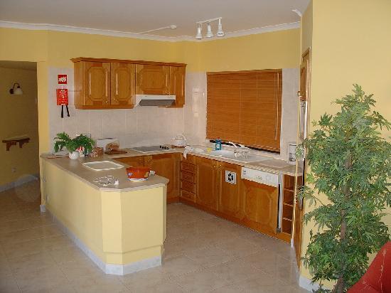 Four Seasons Vilamoura: Kitchen Area of Apartment