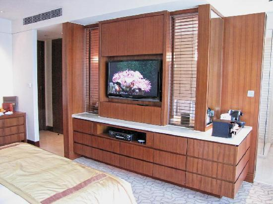 Mandarin Oriental Macau: room divider with large TV and espresso machine to the right