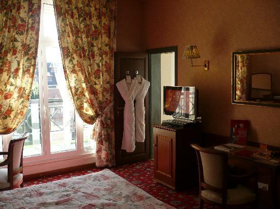 Chambre Classique Normandy Barriere : Chambre classique royal barrière photo de hôtel