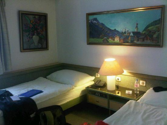 Hotel Arlette Beim Hauptbahnhof: twin room at hotel arlette