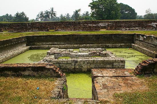 Serang, Indonesia: オランダが築いた砦の跡