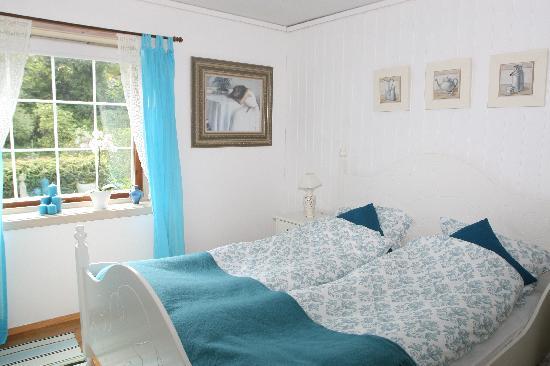 Brattetaule Farm Guesthouse: Blue Room