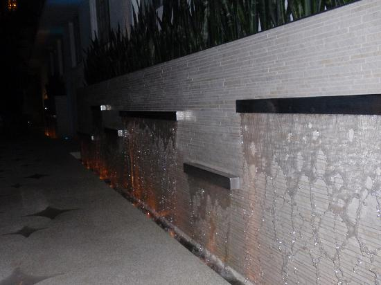 Dream South Beach: Out door area @ night