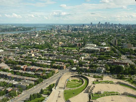 C C Cherrier: Vue de la tour du stade olympique