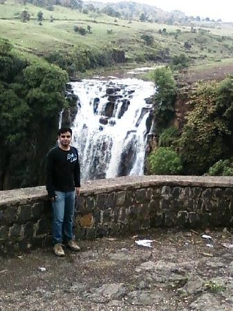 Индор, Индия: Patal Pani Fall near indore