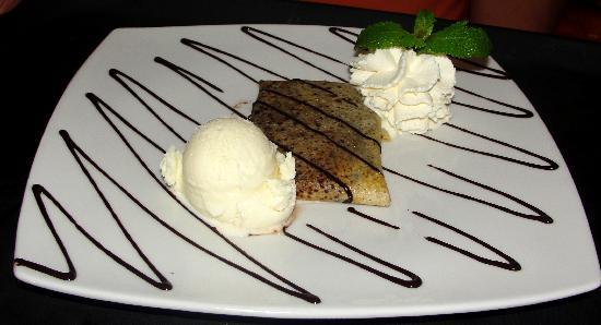 Crepes & Waffles: Mousse de Chocolate con Helado de Vainilla Old Style