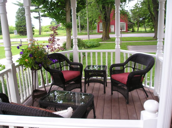 Owen Sound, Canadá: New Verandah with view of Georgian Bay