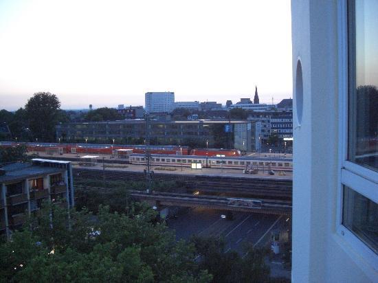Ibis Bochum Zentrum: Blick aus dem Fenster zum Bahnhof