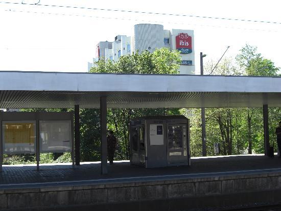 Ibis Bochum Zentrum: Blick vom Bahnsteig aus