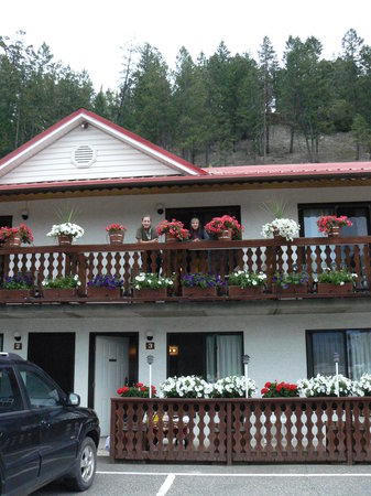 Alpen Motel: Pretty flower boxes