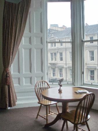 Shandwick Hotel & Apartments: colazione con vista