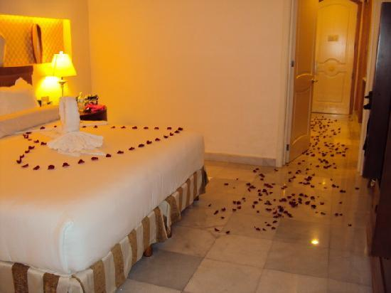 Iberostar Grand Hotel Paraiso : After dinner surprise from our Butler