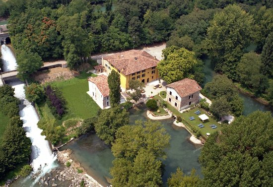 Volta Mantovana, Italia: Villa dei mulini from the sky