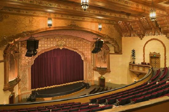 Stockton, Californien: Bob Hope Theatre Stage from the Balcony. Photo by WMB Architects