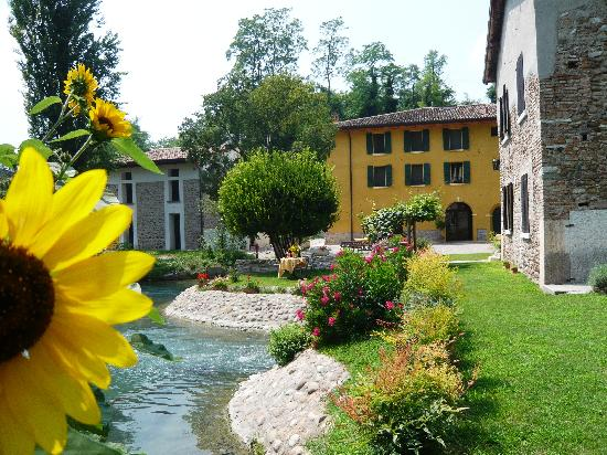 AgriRelais Villa Dei Mulini: relax and history in ths bed and breakfast  in Mantua region close to Verona and Lake Garda