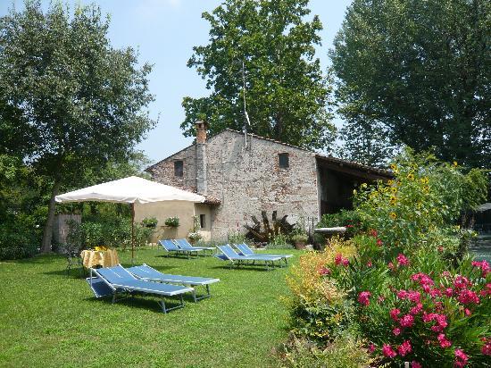 AgriRelais Villa Dei Mulini: ruota del mulino suoni dell'acqua in una pace verde
