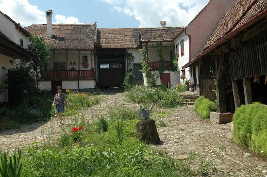 Crit, Romania: Innenhof