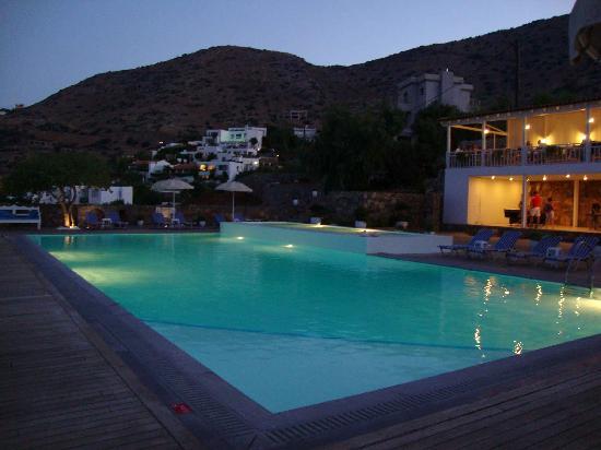 Elounda Ilion Hotel: pool by night