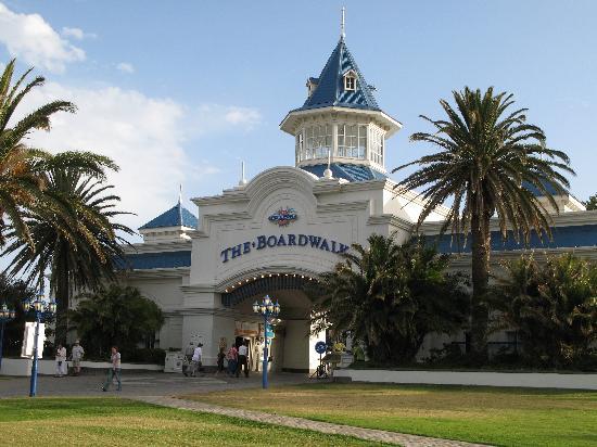 """Courtyard Hotel Port Elizabeth: Eingangstor zum """"Boardwalk"""" Gelände"""