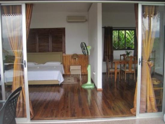 stanza da letto e soggiorno visti dalla veranda - Bild von ...