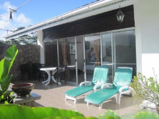 Anse Soleil Resort: la veranda vista dal giardino