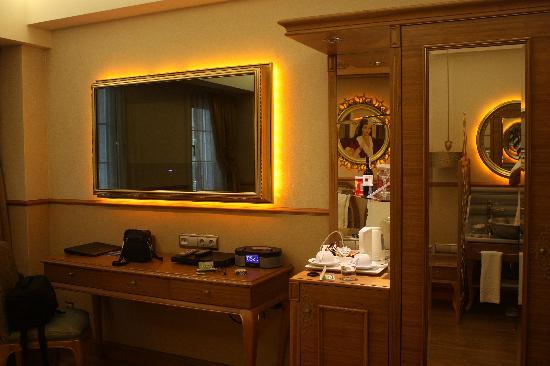 Hotel Sultania: TV in the room