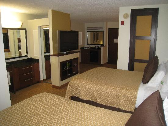 Hyatt Place Topeka: A view from the bedroom toward the door.