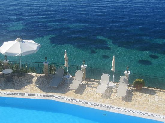 Oceanis Rooms Apartments: Pool vom Oceanis