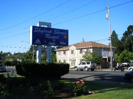 Rodeway Inn & Suites: Front view of property