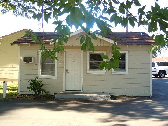 เลกพอร์ต, แคลิฟอร์เนีย: Cottage #124 (smells terrible)