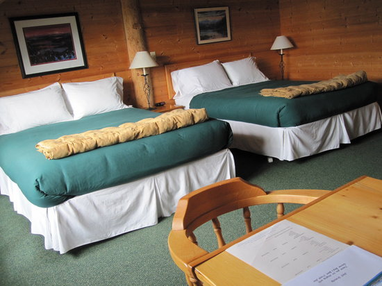 Glacier Bay's Bear Track Inn: Typical Bedroom